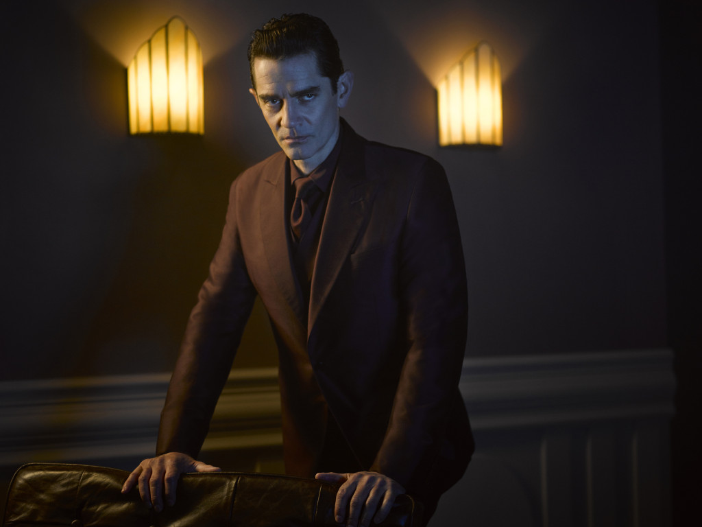 Gotham-S2-James-Frain-as-Theo-Galavan
