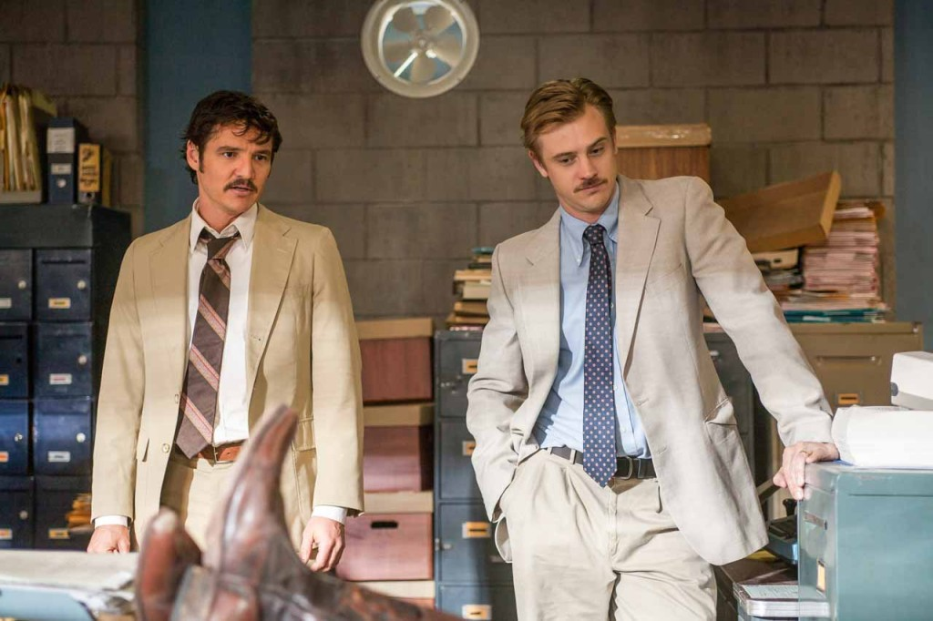 "(L to R) PEDRO PASCAL and BOYD HOLBROOK star in NARCO. NARCOS S01E04 ""The Palace in Flames"""