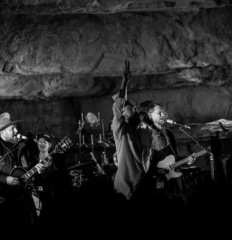 Edward Sharp and the Magnetic Zeros_Cumberland caverns_MGM (14)